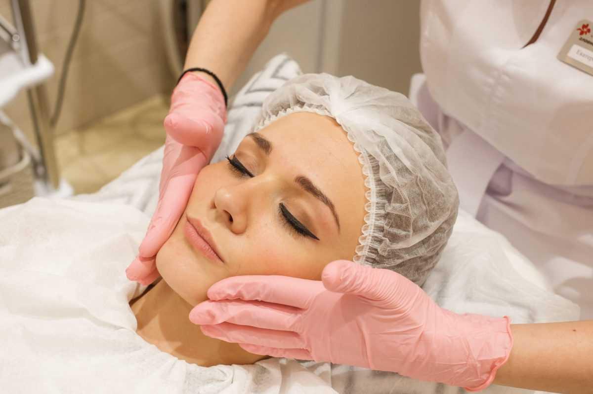 косметический массаж лица у косметолога фото